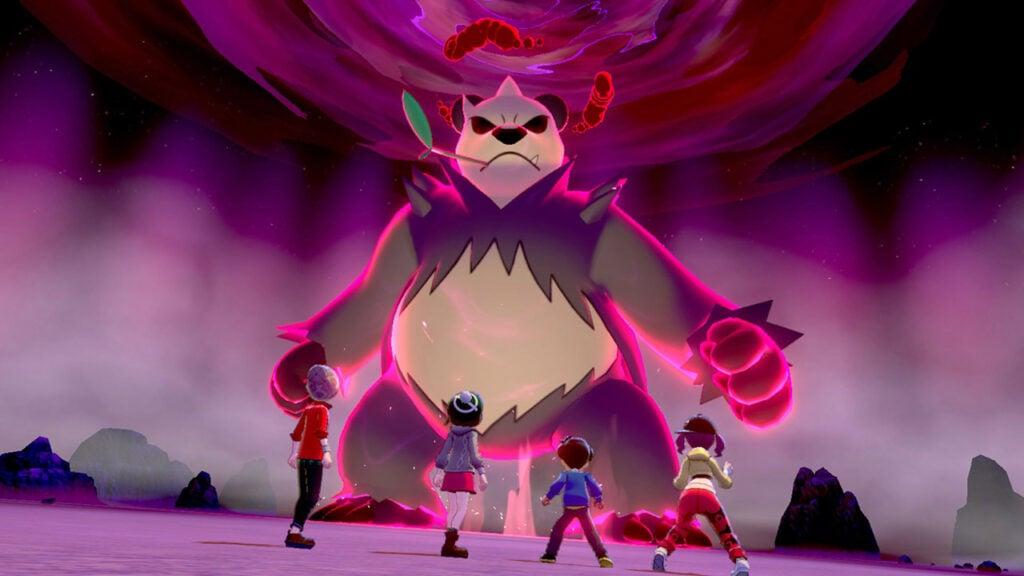 Quatro jogadores enfrentam um Pokémon gigante.