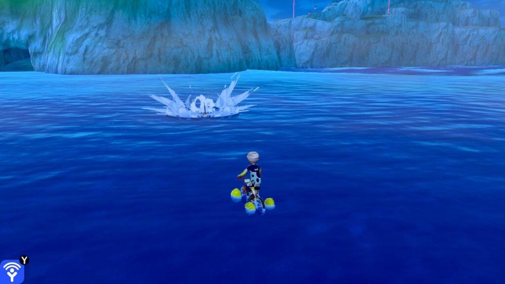 Um Sharpedo persegue o jogador.