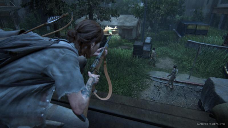Ellie observando inimigos - The Last of Us: Part II