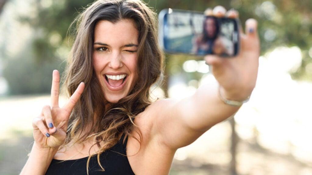 geração z millenials selfie