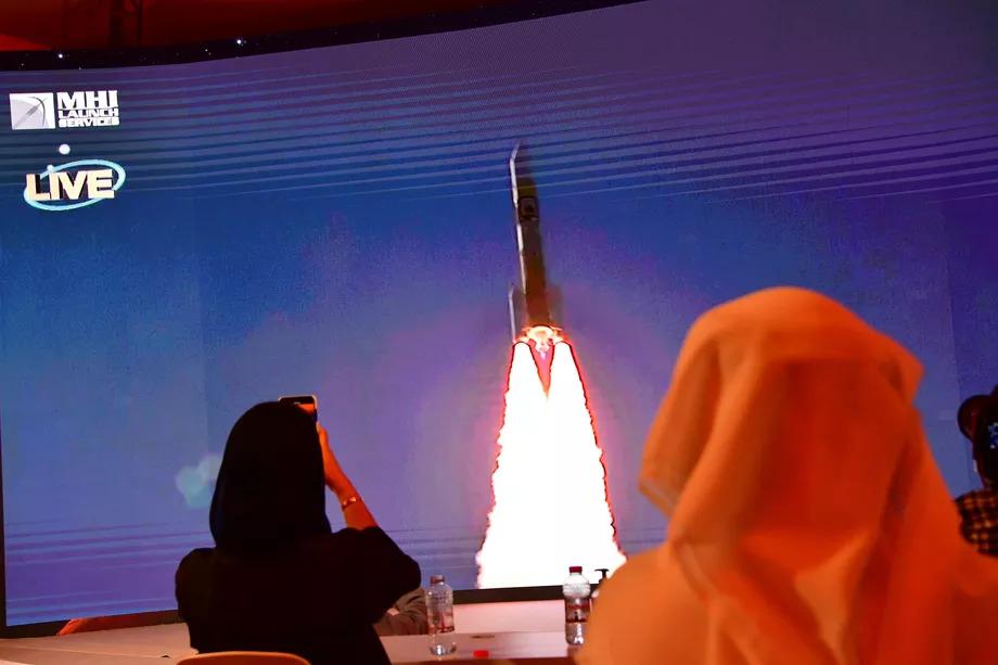 Emirados Árabes Unidos lança com sucesso a primeira sonda do país para Marte