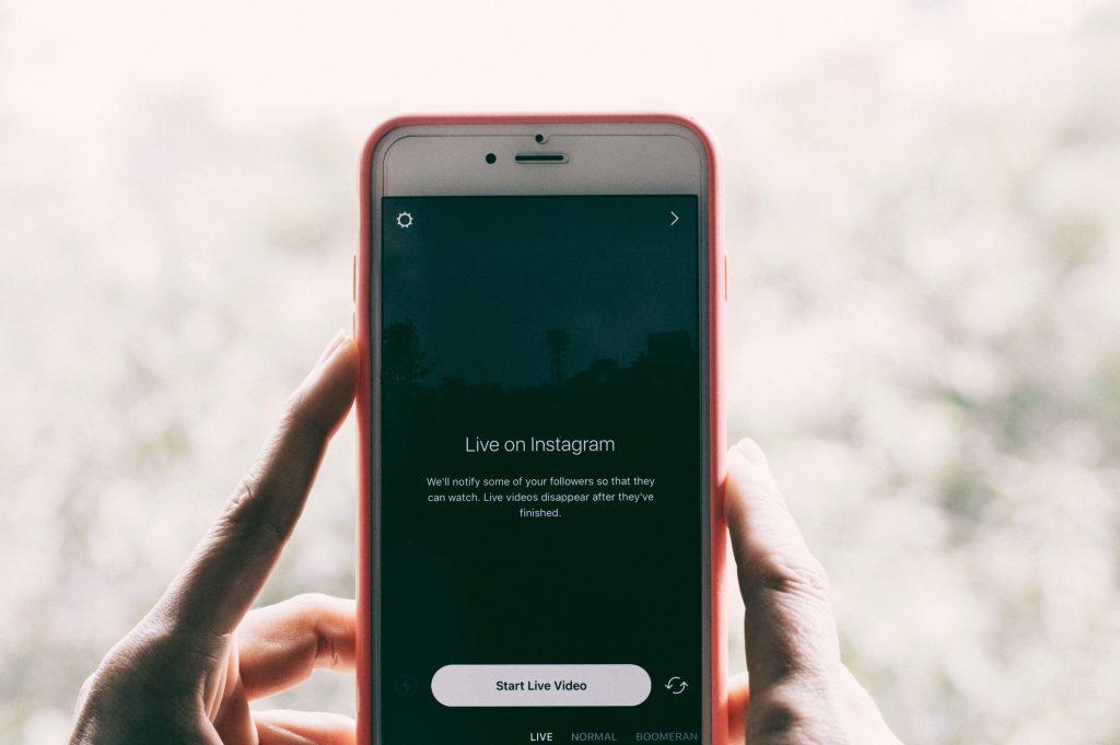 Como fazer live no instagram: o guia completo, com dicas e truques especiais!. Trazemos dicas imperdíveis de como fazer live no instagram, interagindo e se divertindo com seus seguidores, e aumentando o engajamento