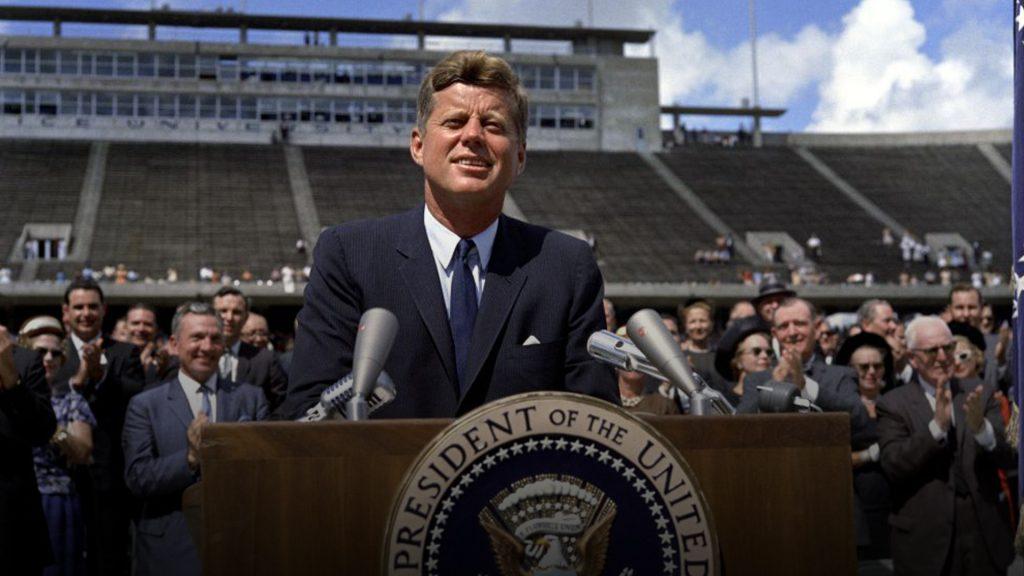 Presidente John F Kennedy em anuncio da corrida lunar americana