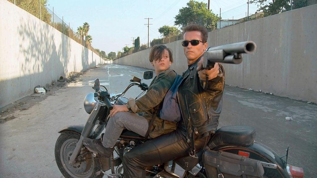 O Exterminador salvando John Connor no segundo filme da série, um dos 200 melhores filmes de todos os tempos