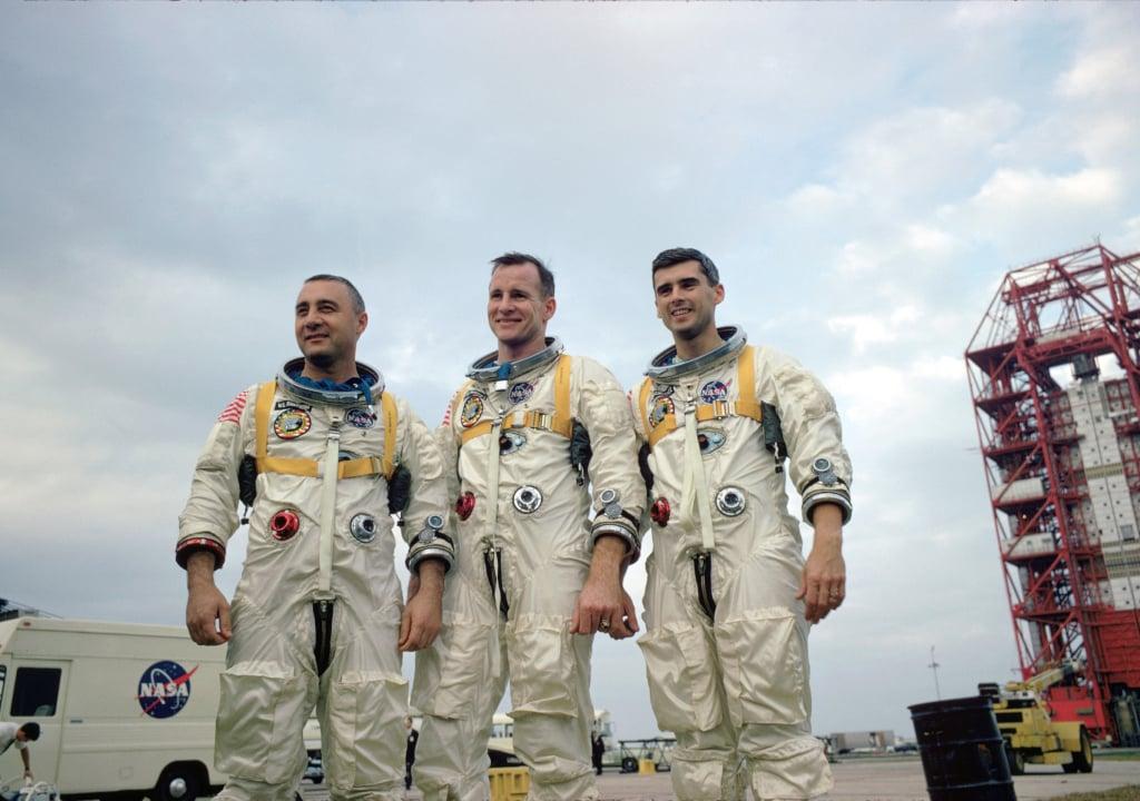 Astronautas do Apollo 1 sorriem para foto