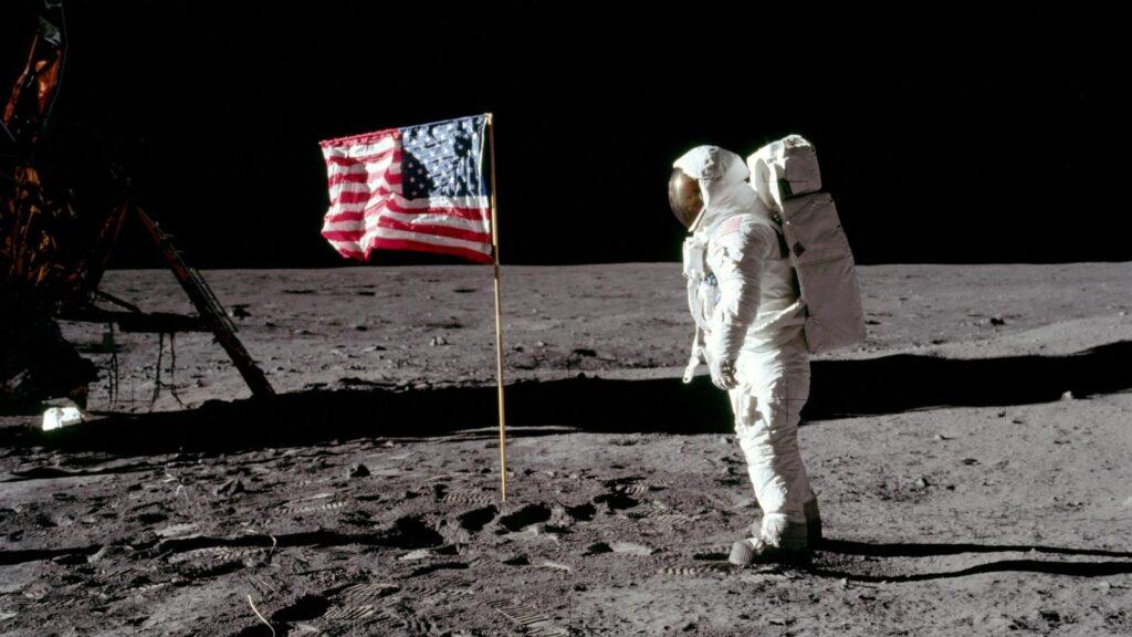 Imagem de Neil Armstrong em sua missão Apollo 11