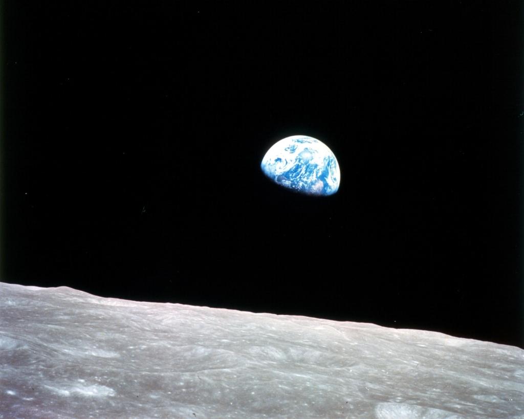 Foto tirada em missão do amanhecer da Terra