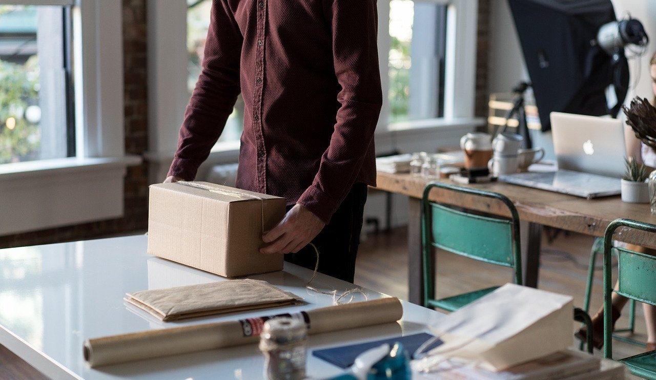Com a impressão das etiquetas dos Correios pela internet, você pode fazer todo o processo de postagem antes de ir à agência