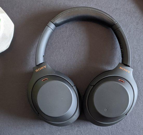 O Sony WH-100XM4 é um fone de ouvido com uma ótima qualidade