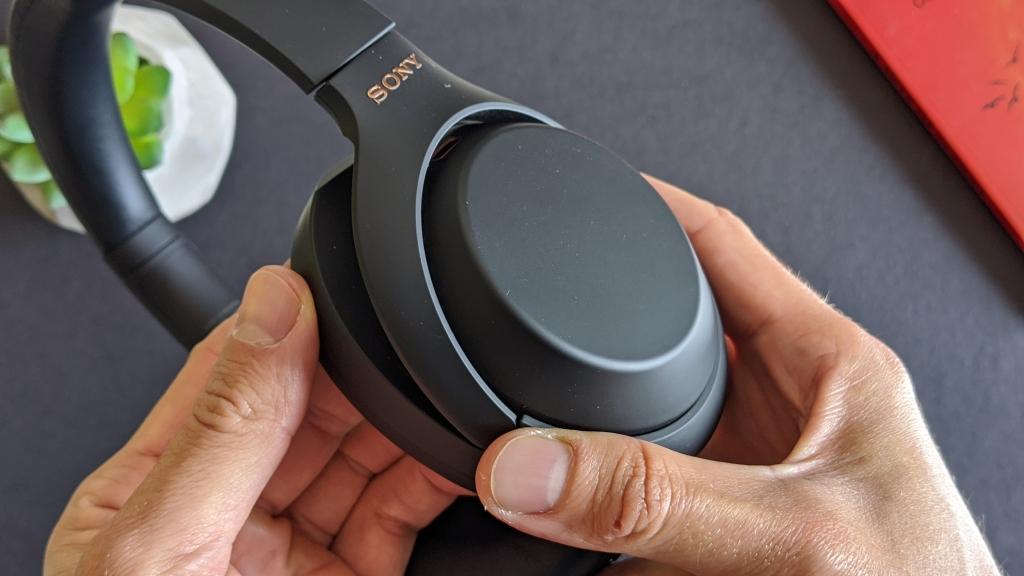 O wh-1000xm4 se destaca no quesito design.