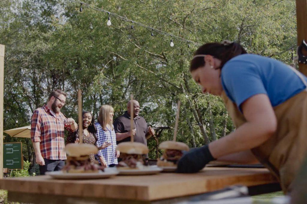 Cena da série 'campeões do barbecue'