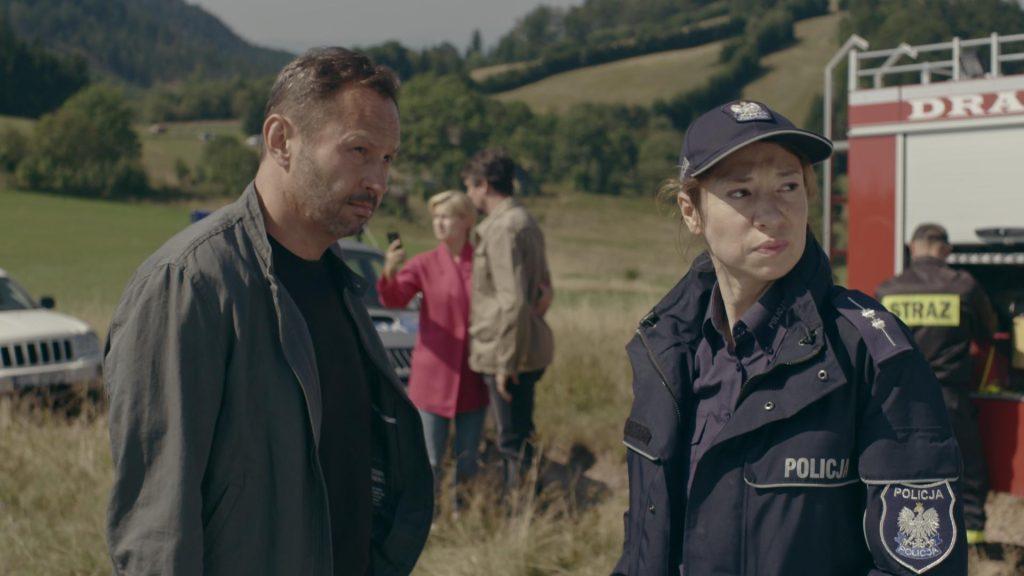 Cena da 2ª temporada da série nas montanhas da coruja