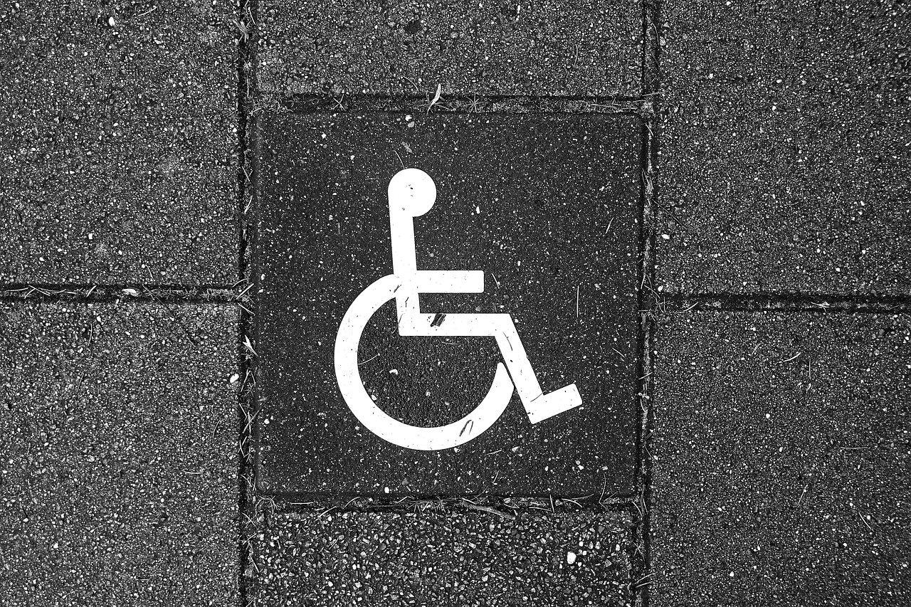O prêmio alexa de acessibilidade vai pagar até r$ 10 mil para desenvolvedores que criem novas skills voltadas às pessoas com deficiência