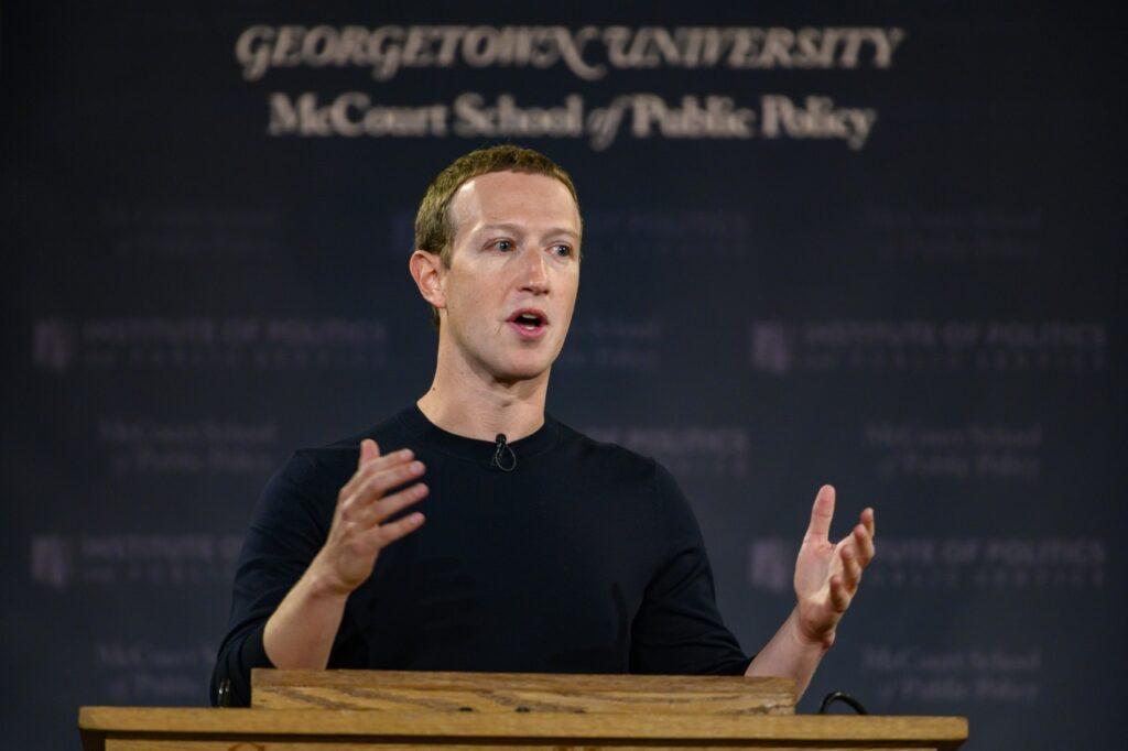 Facebook teria incitado a desconfiança de trump contra o tiktok, diz jornal. Wall street journal acusa mark zuckerberg de ter se encontrado com membros do governo americano e alimentado a discórdia contra rivais chineses, como o tiktok