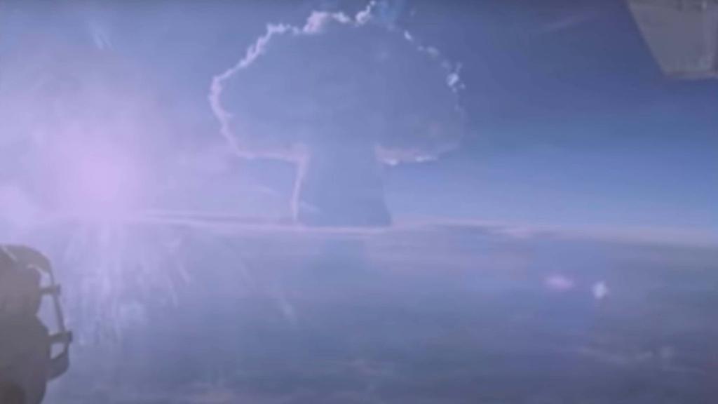 Nuvem de cogumelo resultante da explosão da Tsar Bomba, maior bomba nuclear da história, em 1961 (Imagem: Divulgação/ROSATOM)