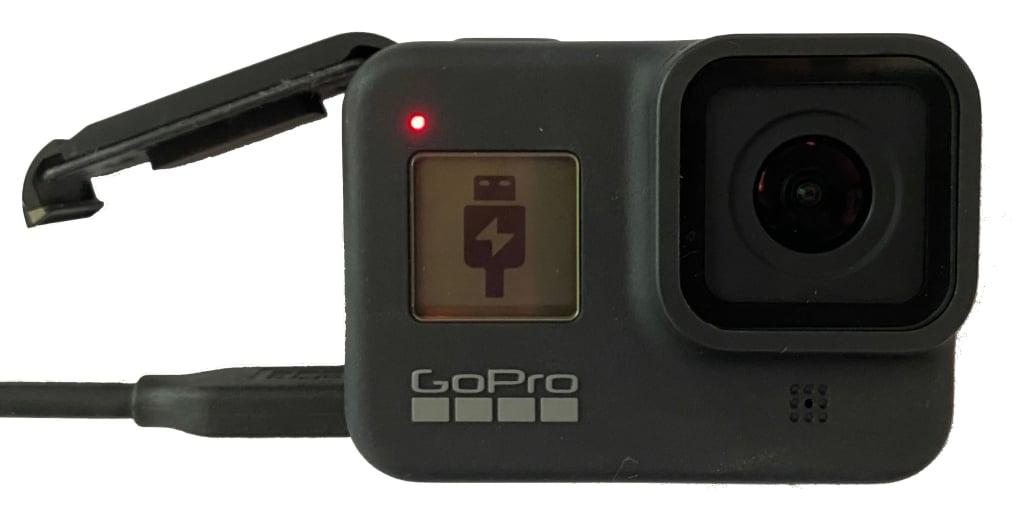Câmera HERO8 Black indicando modo USB em sua tela.