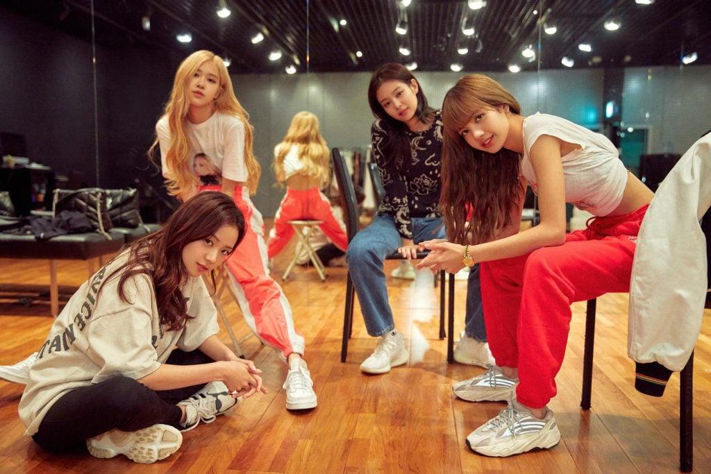 Documentário sobre a blackpink, primeiro grupo feminino de k-pop a se apresentar no coachella.