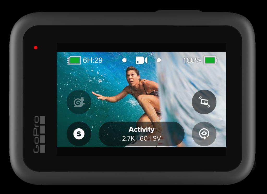 HERO9 Black vista de perto, com a interface de usuário mostrada e a bateria na parte superior direita