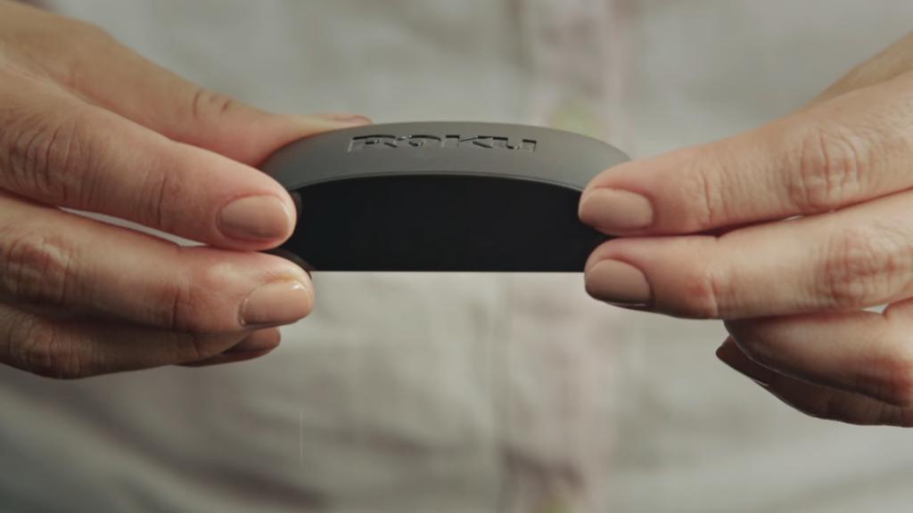 Roku express chega ao brasil para fazer frente ao chromecast. Trazendo o controle remoto como diferencial, roku express transforma qualquer tv em smart e integra diversos serviços de streaming