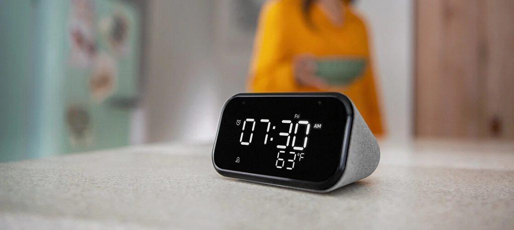 Relógio inteligente da lenovo anunciado no ifa 2020, com o display preto e os números de led branco