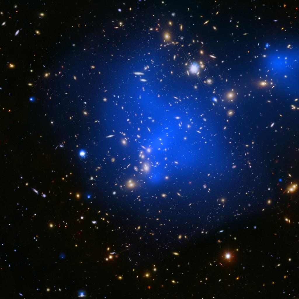 Áreas em azul com enormes quantidades de gás superaquecido e intenso brilho