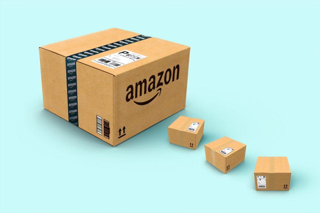Ilustração com caixas da Amazon