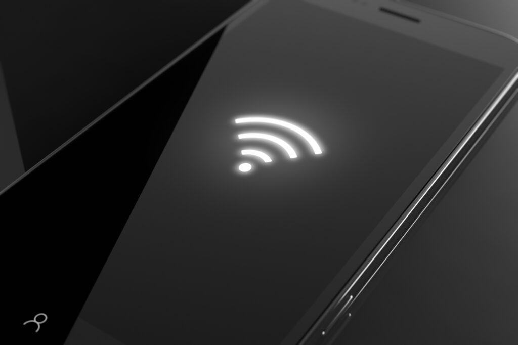 Celular com símbolo de conexão do Wi-fi em sua tela