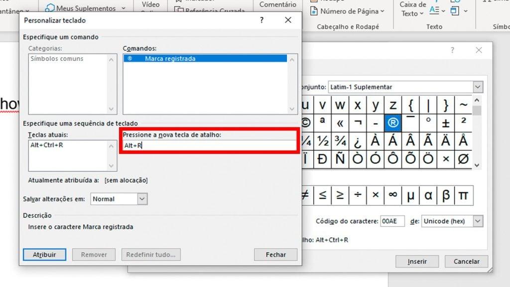 Janela personalizar teclado aberta. Nela, o campo pressione a nova tecla de atalho está preenchido com as teclas Alt + R e contornado por linhas vermelhas. Ao fundo, a janela símbolos e parte de documento de word.