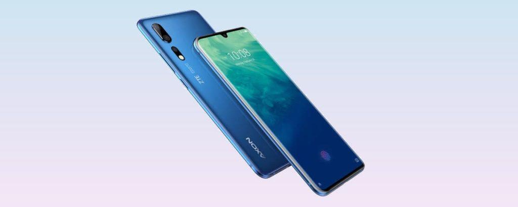 Zte axon 20 5g anunciado no ifa 2020, um celular de frente e de costas na diagonal, de coloração azul tanto na capa quanto na tela