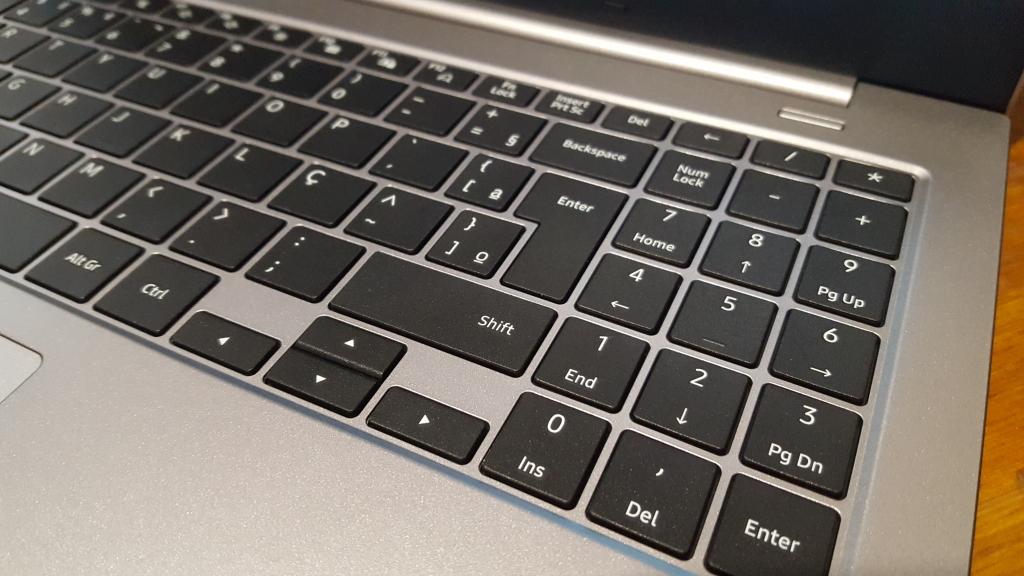 Samsung book x45 detalhe do teclado preto