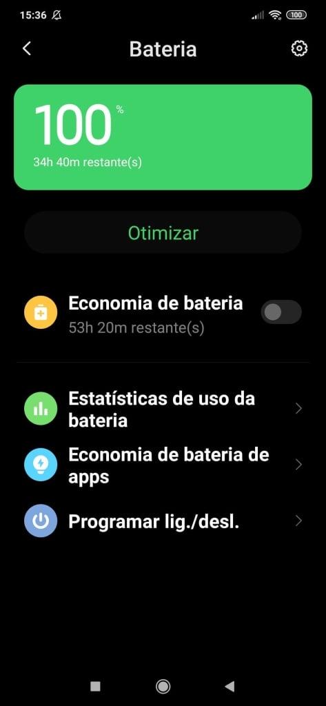 Tela de estado da bateria em um smartphone android como modo de ver a possibilidade de calibrar a bateria do celular