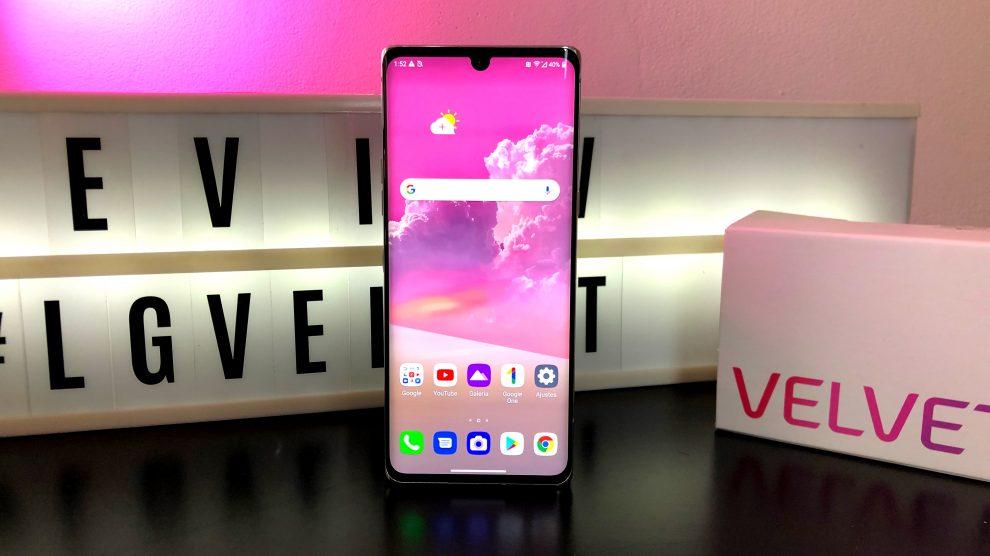 LG Velvet visto de frente