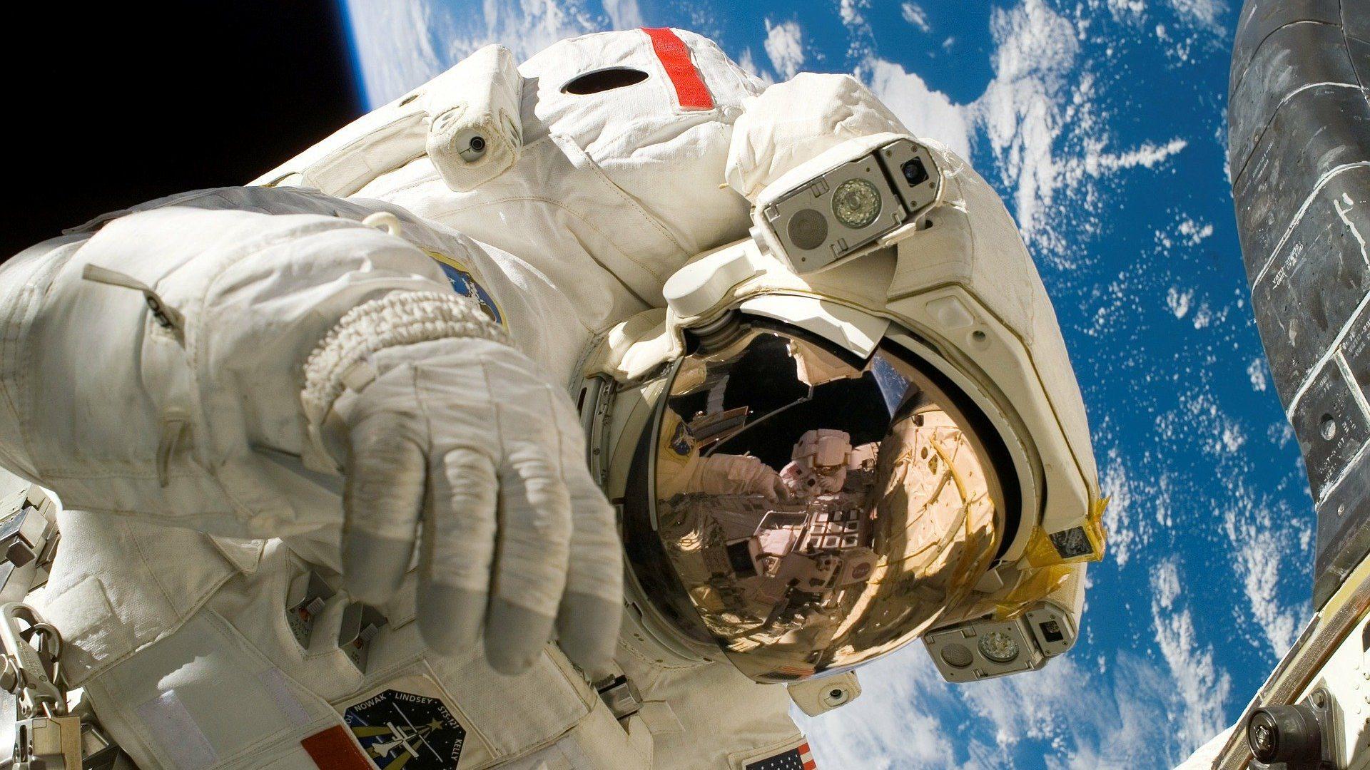 12 curiosidades sobre trajes espaciais que você jamais imaginou. Não é novidade que os trajes espaciais servem para proteção do corpo humano, mas, além disso, para quê eles servem?