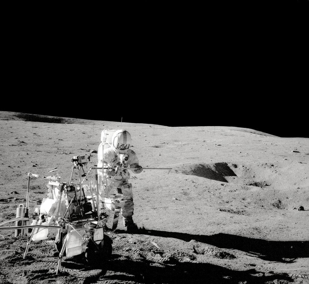 Trajes espaciais na lua
