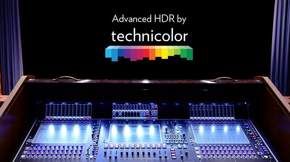 Ilha de edição colocada numa espécie de controle de cortinas no teatro para emular o espetáculo que seria o advanced hdr feito pela technicolor.