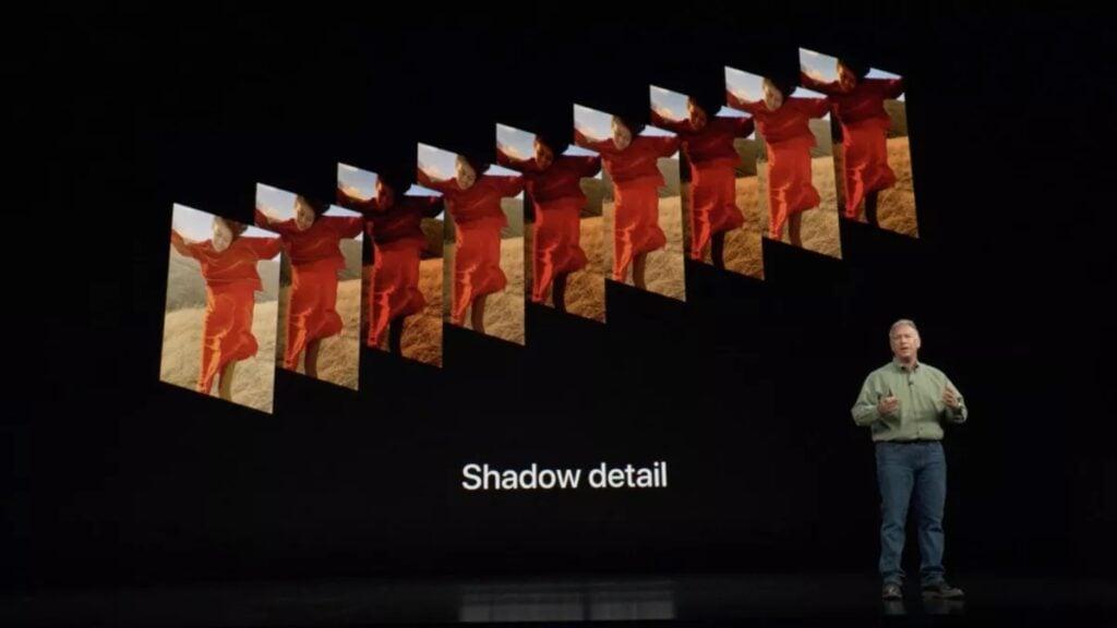 Apresentação do iphone xs com smart hdr, outro modelo de hdr mostrado por meio de várias fotos em sequência num fundo preto.