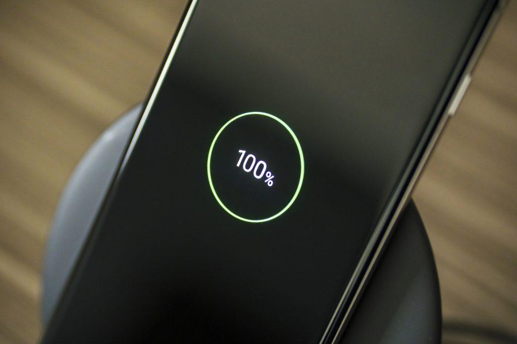 Carregar o celular rapidamente pode aumentar o calor e danificar a bateria