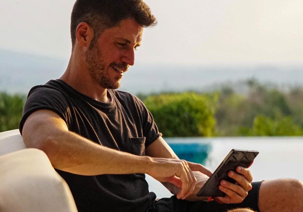 Galaxy z fold2 traz exclusividade no melhor smartphone dobrável do mercado. Testamos o galaxy z fold2, novo smartphone dobrável que a samsung trouxe para o brasil. Confira nossas impressões e recomendações