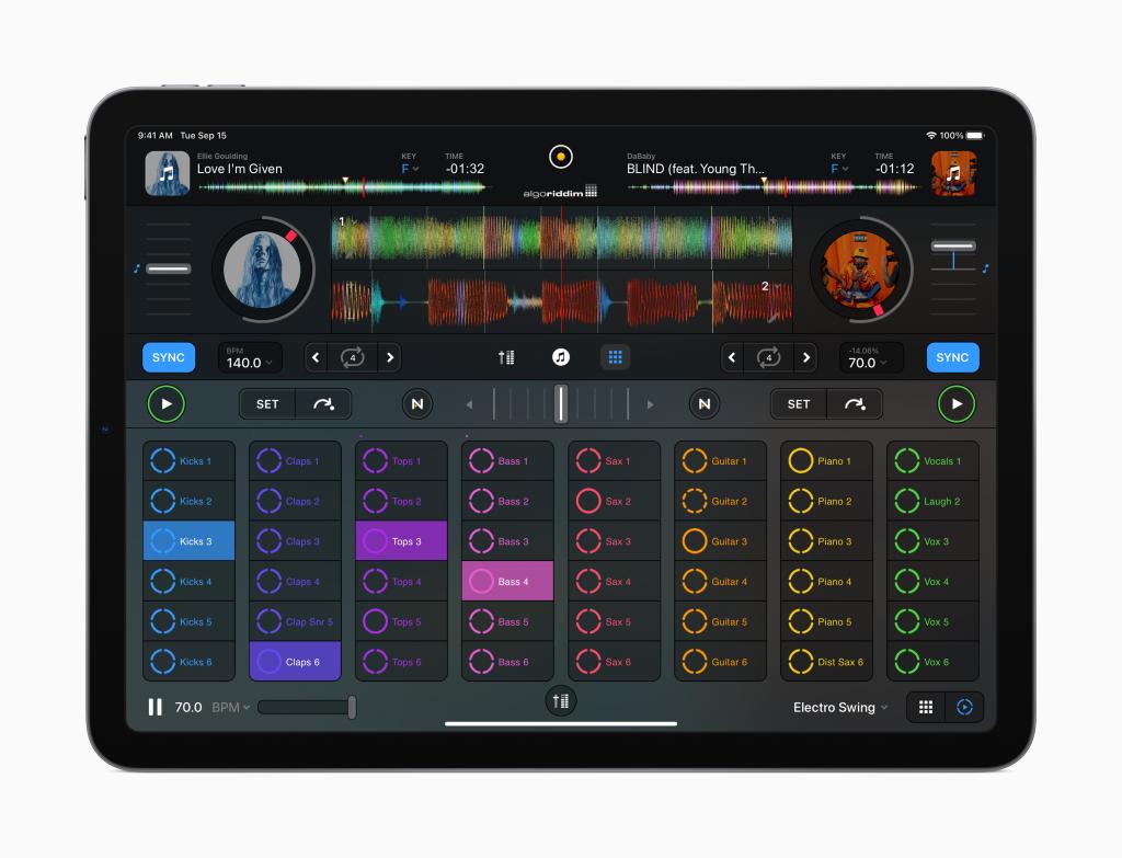 Ipad air com o aplicativo para djs algoriddim aberto exibindo os instrumentos, efeitos e ferramentas disponíveis para criação de músicas.