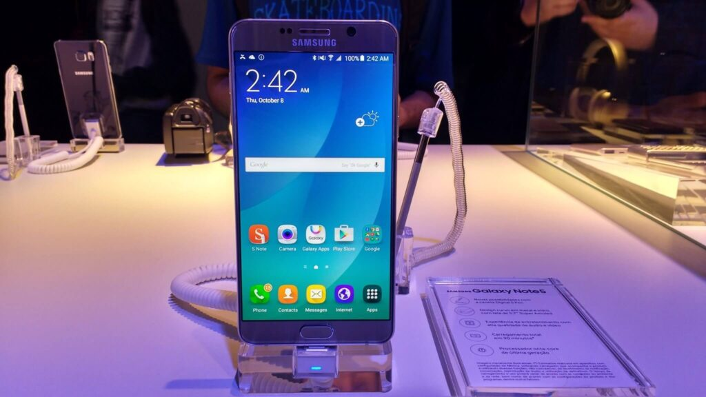 Galaxy note 5, anunciado em 2015, passou por alguns problemas, mas nada comparado ao seu sucessor.