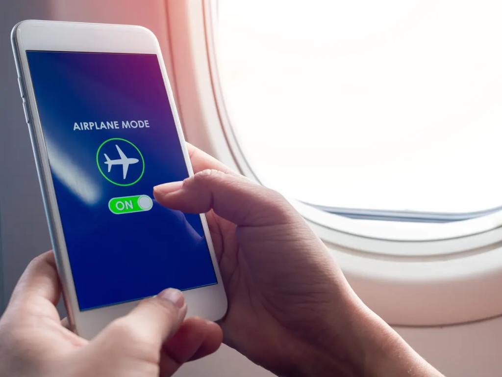Ative o modo avião para enviar mensagens no whatsapp sem aparecer online