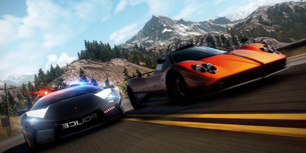 Need for speed hot pursuit remastered conta com perseguições policiais e corridas de rua, no caso, um carro de polícia perseguindo num carro esportivo laranja