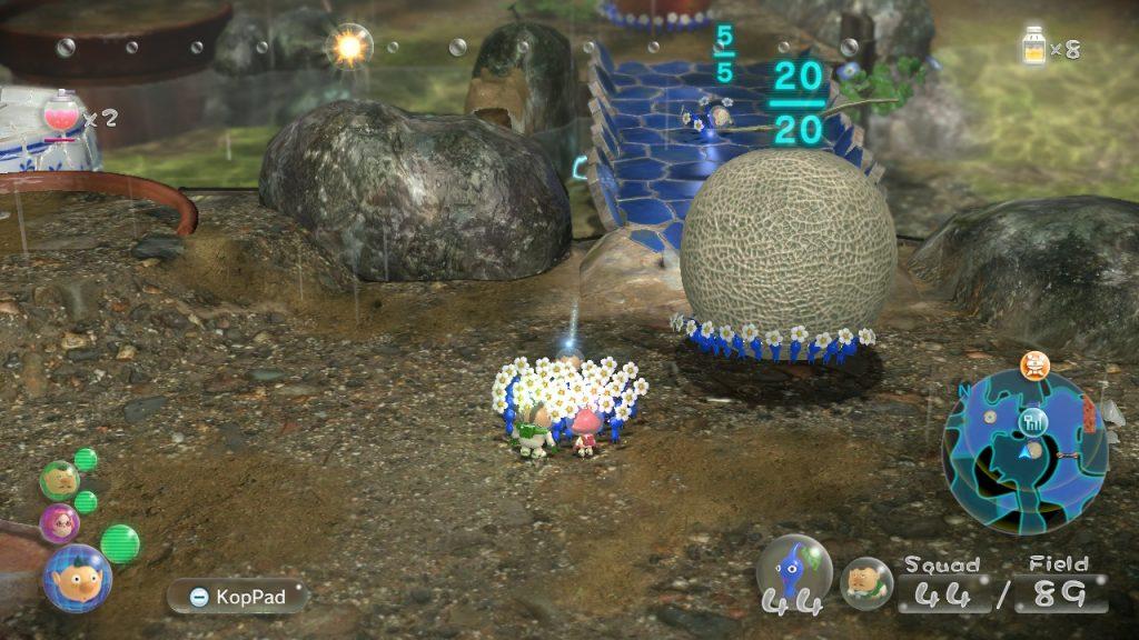 Pikmin carregam um melão após derrotarem um chefe.