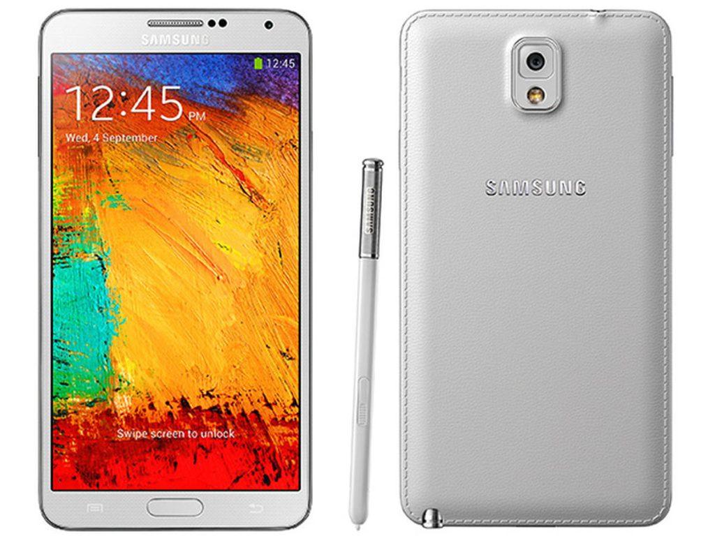 Galaxy note 3, branco, com couro falso também branco na parte de trás.