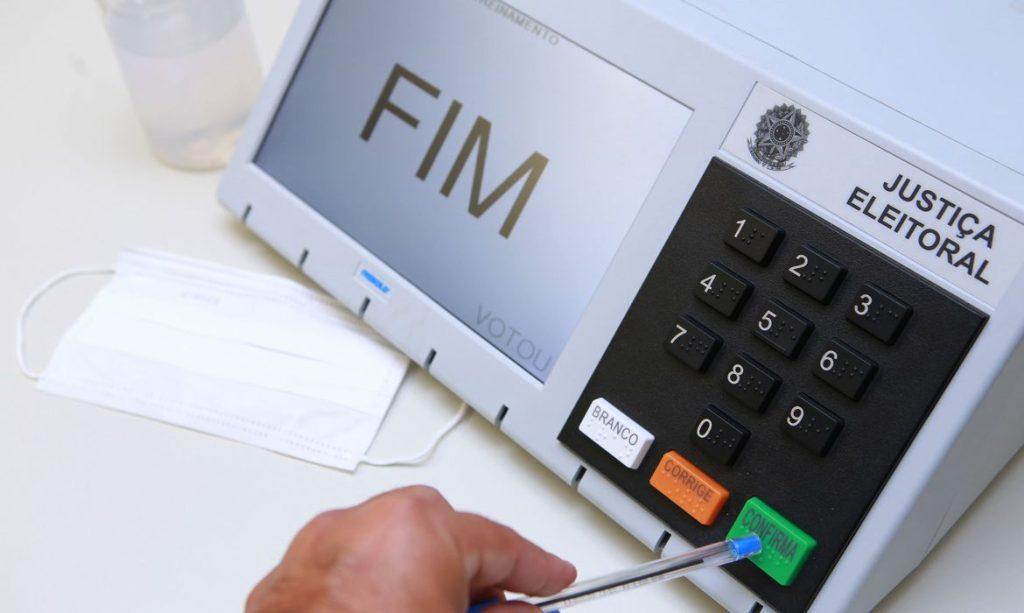 A urna eletrônica brasileira está disponível em todos os municípios brasileiros e é usada para outros pleitos eleitorais, como o do Conselho Tutelar
