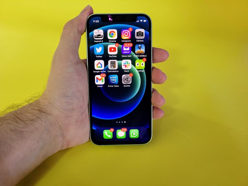 A tela oled do iphone 12 mini é linda