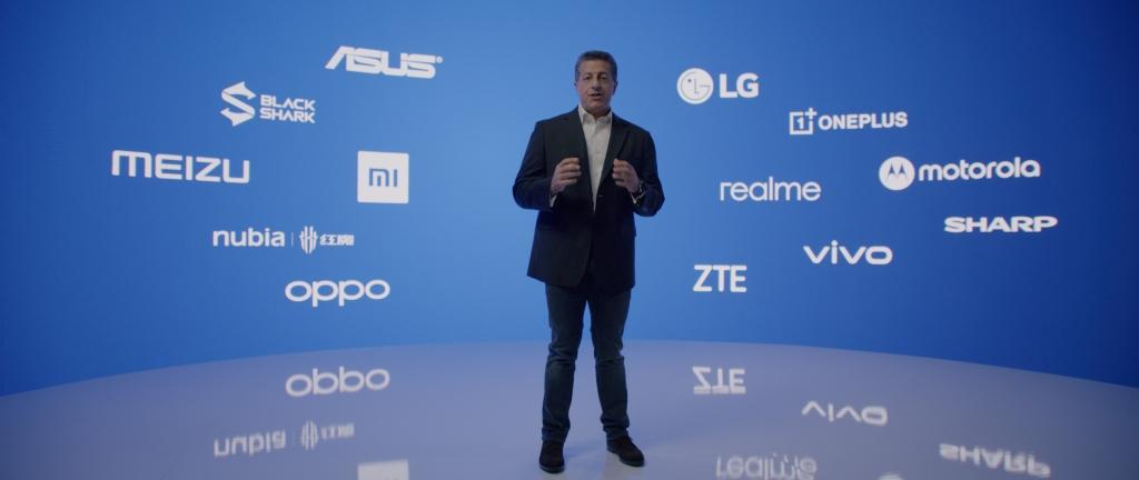 Alex katouzian com o logotipo de fabricantes; especificações do snapdragon 888