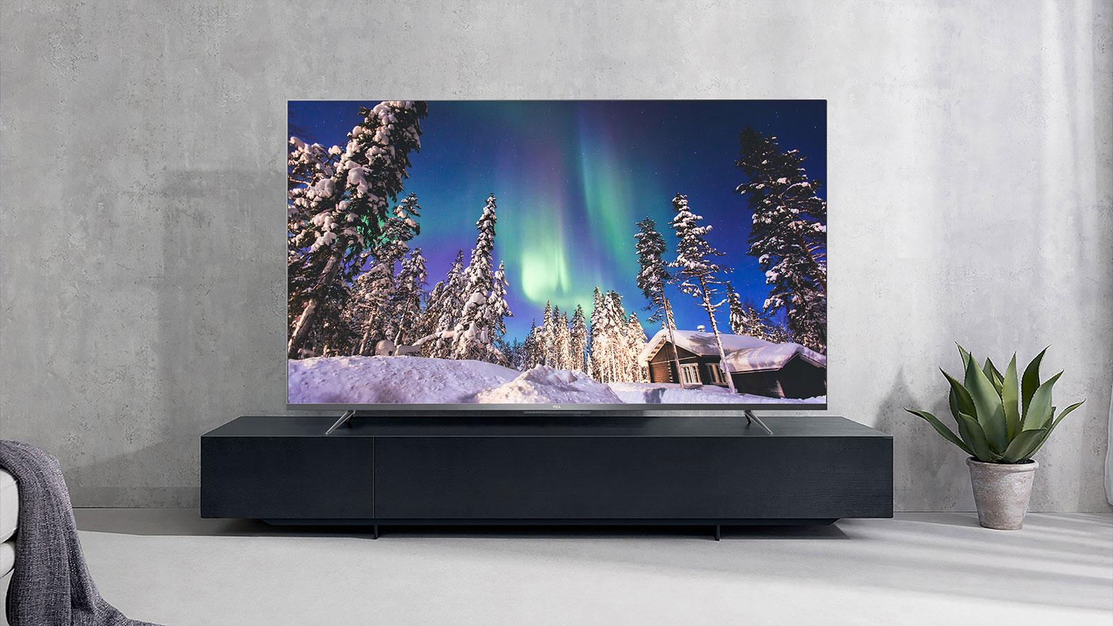 Televisor p715 de 75 polegadas em cima de uma bancada