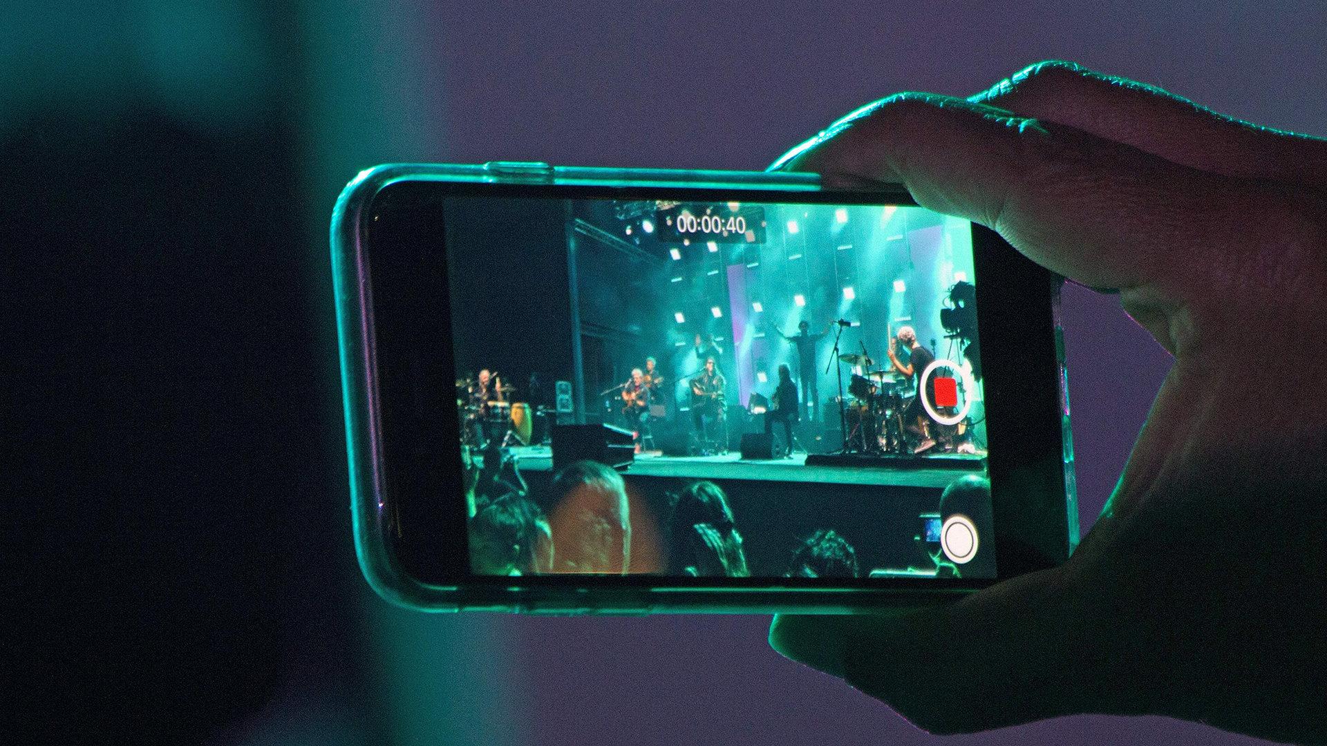 9 dicas para criar vídeos incríveis com a câmera do celular. Dicas fáceis e rápidas para você criar vídeos incríveis com a câmera do celular.