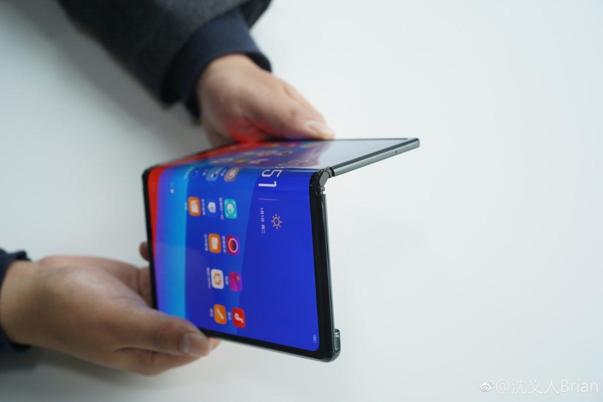 Celular dobrável do google deverá ser lançado em 2021. O celular dobrável do google é mais um indicativo que essa tecnologia será uma grande tendência nos próximos anos